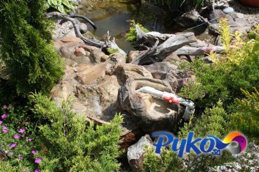 Kamień przepływowy do kaskady ogrodowej - aranżacja